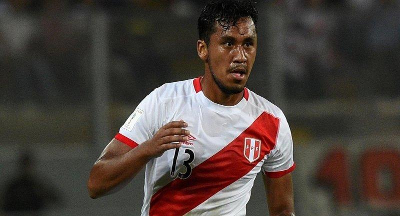 Renato Tapia peligra para recibir al Sevilla